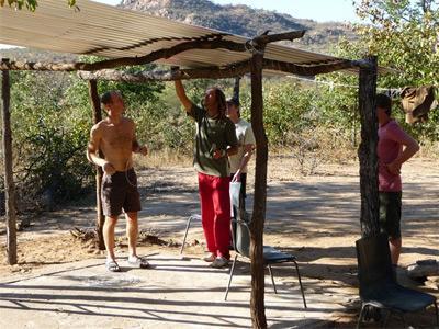 南アフリカ、環境保護プロジェクト、野生生活観察のためのテントを立てるプロジェクトアブロードボランティア