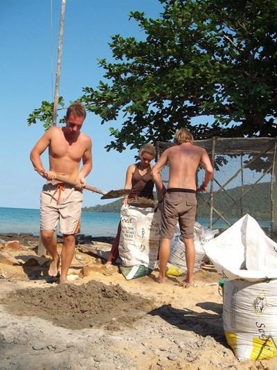 カンボジア、海洋保護プロジェクト、活動に必要な器具を作るプロジェクトアブロードボランティア