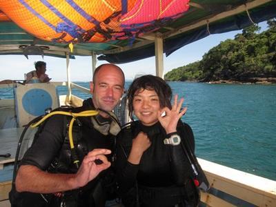 カンボジアの環境保護スタッフと日本人ボランティア