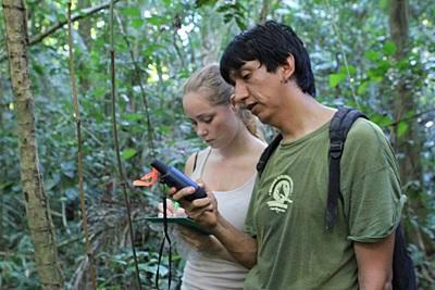 ペルーで環境保護を通した国際協力 アマゾン熱帯雨林で活動中のボランティアたち