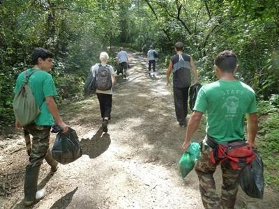 コスタリカ、環境保護プロジェクト、活動場所へ移動中のプロジェクトアブロードボランティア