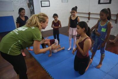 エクアドルで海外ボランティア ダンスクラスの様子