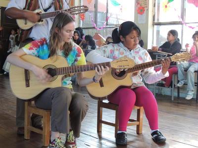 南アメリカのボリビアで、音楽を通した国際協力