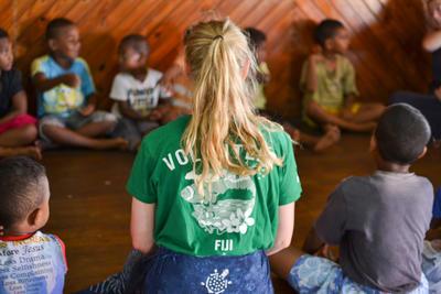 フィジーで村落開発の海外ボランティア 子供たちへの教育支援