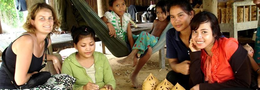 異文化体験プログラムで農村の伝統や文化を学ぶボランティア