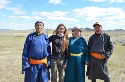 モンゴル、文化コミュニティープロジェクト、遊牧民ホストファミリーとプロジェクトアブロードボランティア