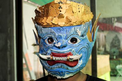 カンボジアでシニア国際ボランティア クメール文化伝統の手作りのマスク