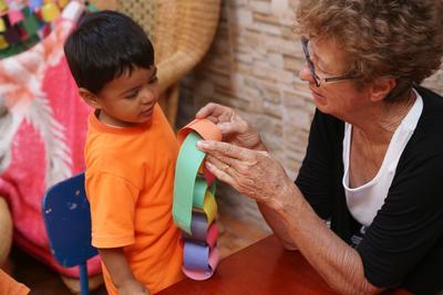 知識と経験を活かして参加するシニアの海外ボランティアプログラム