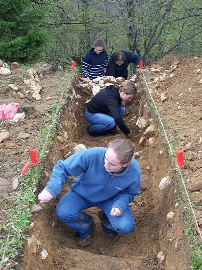 ルーマニア、古代遺跡発掘、高校生ボランティア