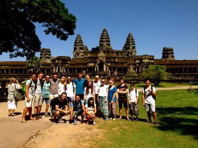 カンボジアで海外ボランティア 週末にアンコールワットを訪問する高校生ボランティアたち