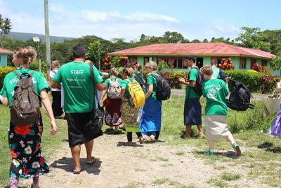 サモアで教育に貢献する高校生ボランティアたち