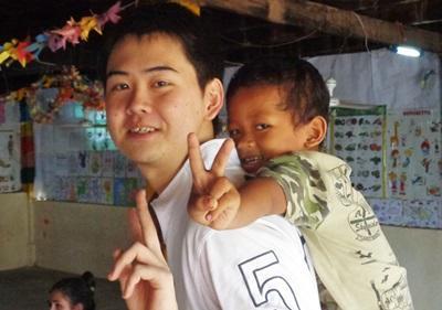 カンボジアのケア活動に参加の日本人高校生ボランティア