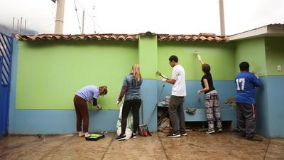 高校生の海外ボランティア ペルーでコミュニティ活動に貢献する高校生ボランティアたち
