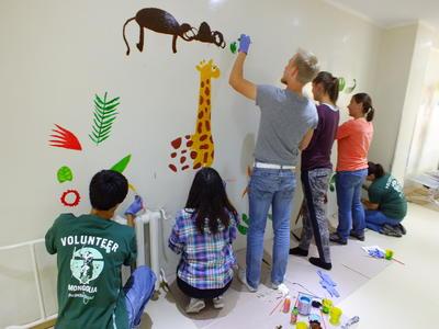 ベトナムで海外ボランティア 子供のケア施設の塗装に貢献するコミュニティ活動