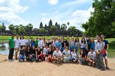 カンボジアで海外ボランティア 週末に世界遺産アンコールワットを訪問した高校生ボランティアたち