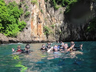 高校生の海外ボランティア タイでダイビングをしながら海洋保護に貢献する高校生たち