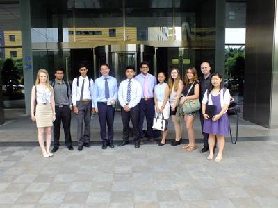 中国で法律&ビジネスの海外ボランティアに参加中の高校生ボランティアたち