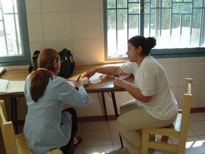 アルゼンチン、法律人権保護、一対一で働く高校生インターン