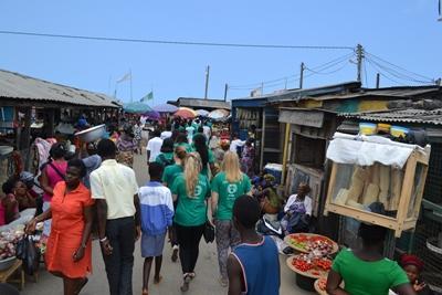 ガーナ人権プロジェクト 児童売買される子供たちの出身地を訪れるボランティアたち