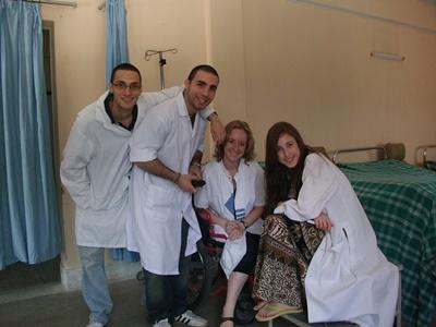 高校生の海外ボランティア ネパールで国際医療を学ぶ高校生たち