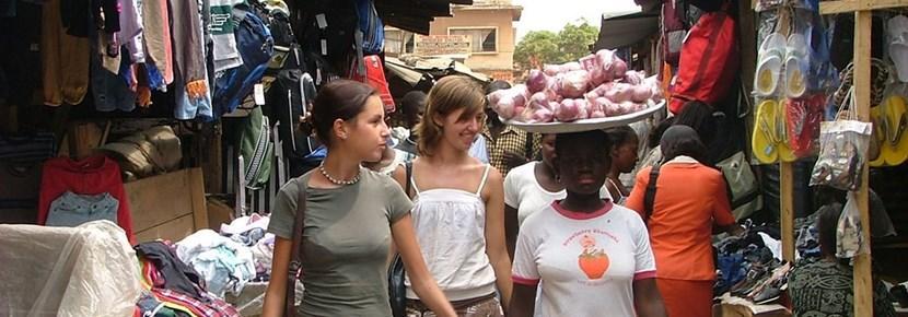 国際協力プロジェクトでスモールビジネスを手助けするボランティア