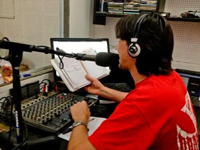 アルゼンチン、ラジオショーをホストするジャーナリズムプロジェクトボランティア
