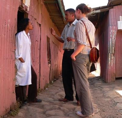 エチオピア、ジャーナリズムプロジェクト、インタビューをするプロジェクトアブロードインターン