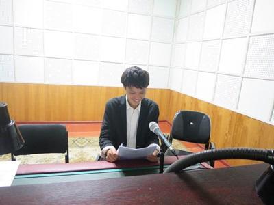 モンゴルでラジオジャーナリズムの海外インターンシップに参加中の日本人インターン