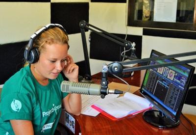 フィリピンのラジオ局でジャーナリズムのインターンシップ