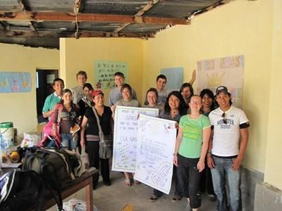 ボリビアの語学レッスンを受けたボランティアたち