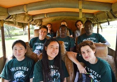ケニアでボランティア活動に参加すると同時に英語力も上げた各国出身のボランティアたち
