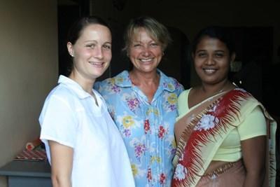 スリランカ、伝統的なサリーを着てシンハラ語を学ぶプロジェクトアブロードボランティア