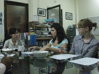 カンボジア、法律人権プロジェクト、オフィスで働くインターン