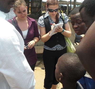 ガーナ、法律人権プロジェクト、村を訪れリサーチ