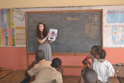 ジャマイカで海外インターンシップ 人権に関する教育を行うインターン