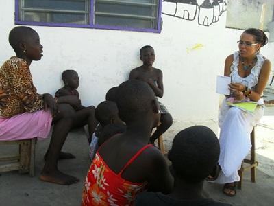 トーゴ、法律人権プロジェクト、子どもに人権教育をするインターン