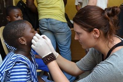 エチオピア、歯磨きの仕方を教えるプロジェクトアブロードボランティア