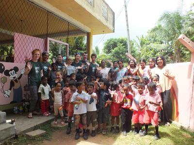 スリランカで歯科の海外インターンシップ 現地の子供たちに歯科衛生指導のアウトリーチ活動