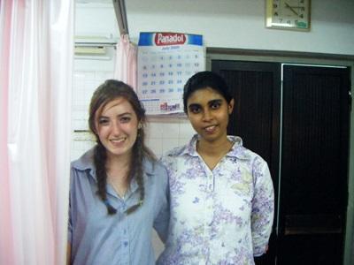 スリランカで歯科の海外インターンシップ 現地人歯科医師と歯科インターン
