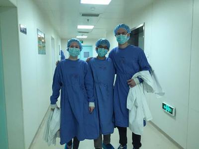 中国の病院で医療インターンシップ中のインターンたち