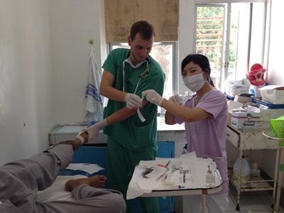 フィリピンで医療海外インターンシップ 活動中の日本人インターン