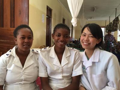 タンザニアのマタニティーセンターで頑張る日本人助産師インターン