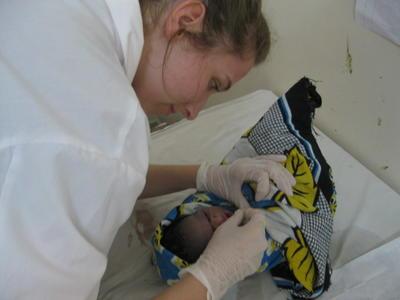 タンザニアで助産師のインターンとして医療海外経験を積むインターン