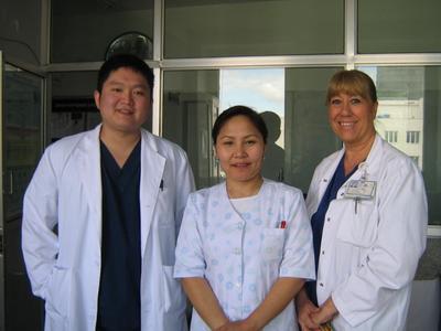 モンゴルで看護師の海外インターンシップ 現地人看護師と看護インターン