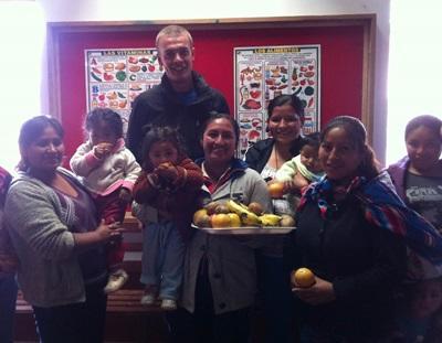ペルー、ケアセンター、栄養学プロジェクト、栄養について教育するインターン