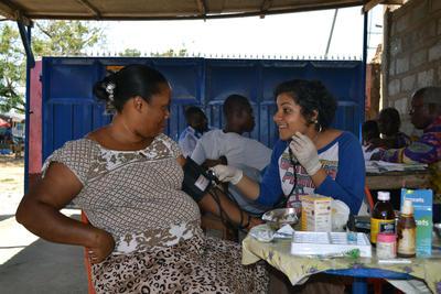 アフリカのガーナで国際インターンシップ 地域コミュニティに出向いて薬学アウトリーチ活動