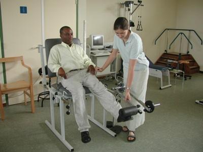 ガーナ、作業療法プロジェクト、足の故障を治療するインターン