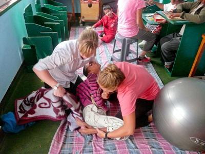 ネパール、作業療法プロジェクト、障害のある子どものためにクリニックで活動するプロジェクトアブロードボランティア
