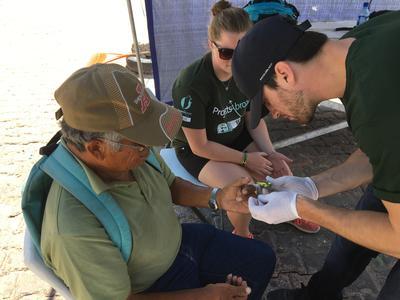 国際インターンシップ ベリーズの現地コミュニティで公衆衛生活動を行うインターンたち