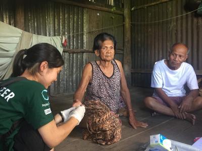 カンボジアで地域型の公衆衛生活動に努める日本人インターン